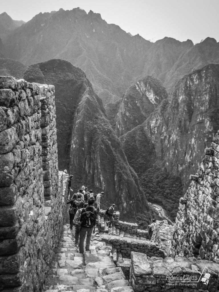 In discesa dal Huayna Picchiu, uno scorcio che mostra il fondo valle col fiume Urubamba